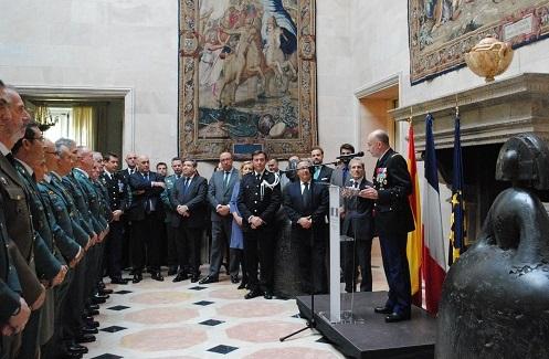 Francia honra a la polic a y a la guardia civil for Nombre del ministro de interior y policia