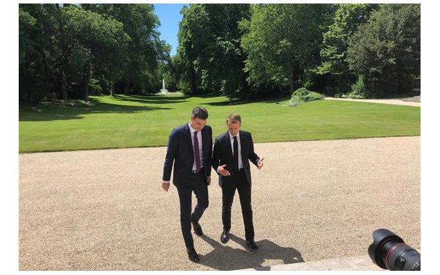 Emmanuel Macron Recibio A Pedro Sanchez En El Palacio Del Eliseo Ambassade De France En Espagne Embajada De Francia En Espana